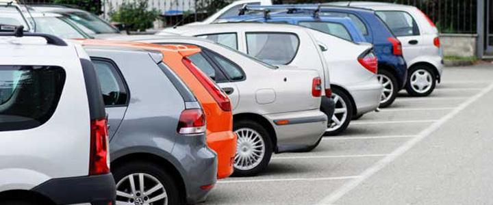 Automobilio negalima palikti bet kurioje gatvės vietoje