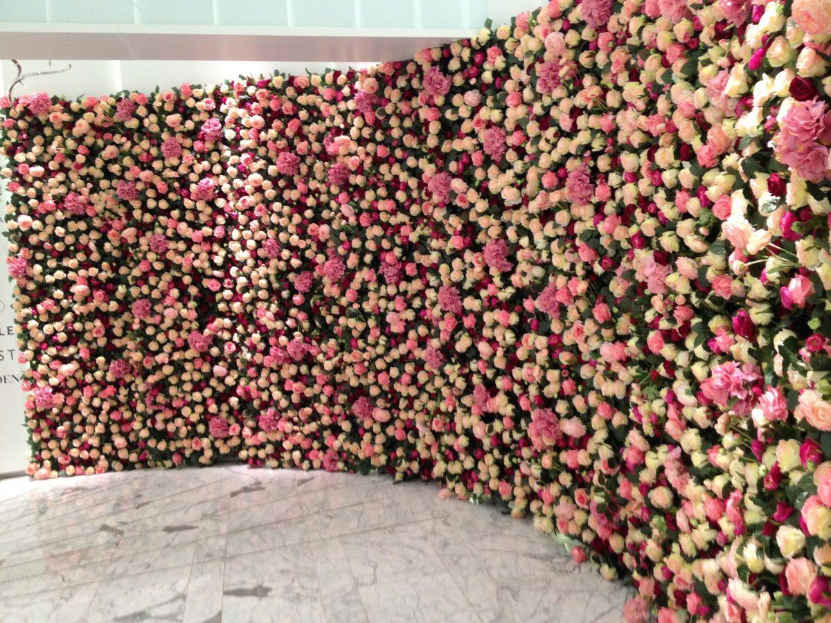 Gėlių sienos – mūsų palydovai vestuvėse ir ne tik