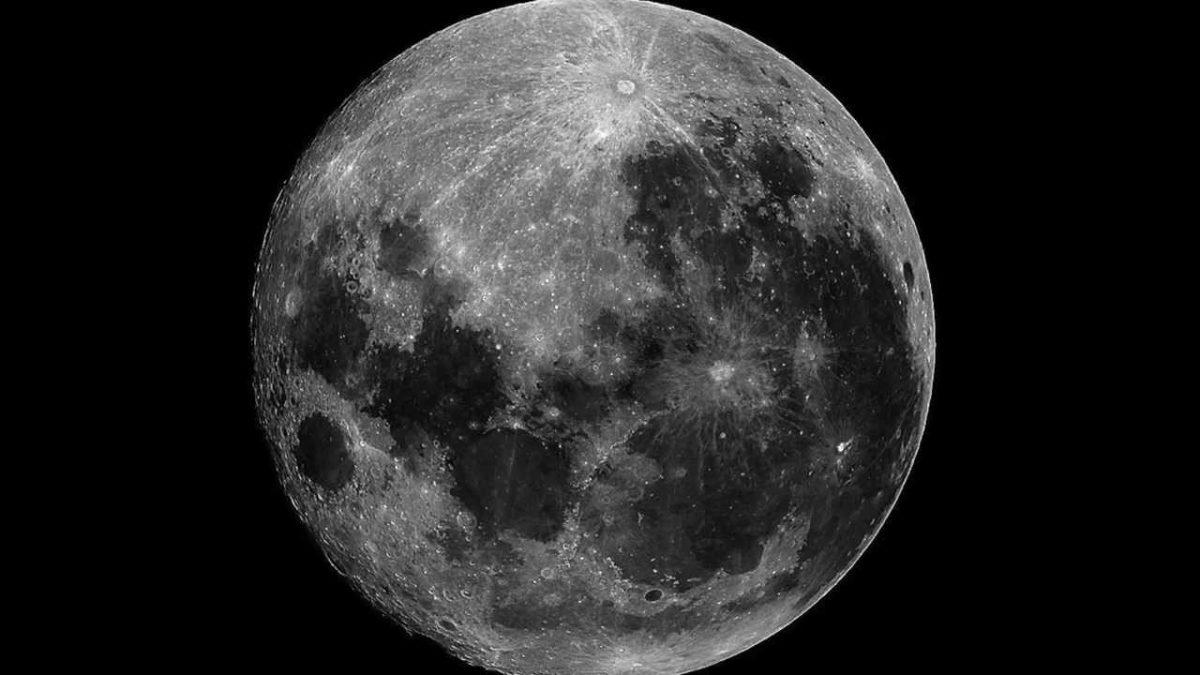 Kodėl matome tik vieną mėnulio pusę? Marso kanalai
