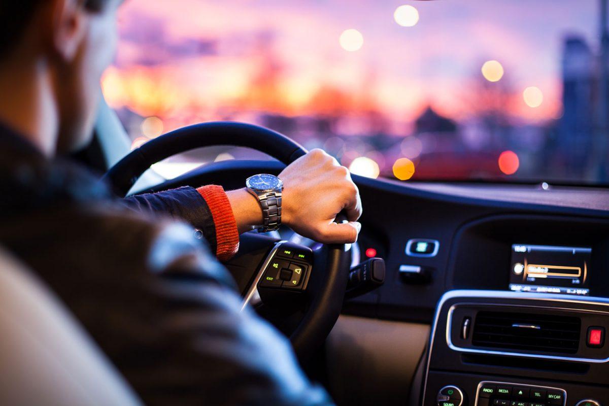 Kuo greičiau važiuoja automobilis, tuo greičiau vairuotojas turi atlikti jam įprastus veiksmus